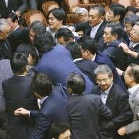 Opposition parties' delaying tactics throw Diet into chaos