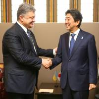 Abe seeks diplomatic solution to Ukraine crisis