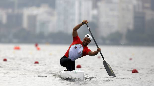 Canoeists complain about dirty water, weeds at Rio Olympic venue