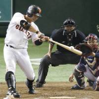 Giants pull within game of CL-leading Swallows