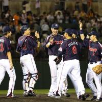 Swallows move closer to first place with victory over Giants