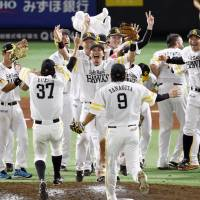 Hawks clinch second consecutive PL pennant