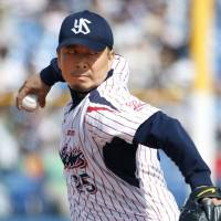 Tateyama pitches CL-leading Swallows to third-straight victory