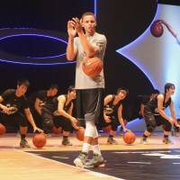 NBA star Curry wows Japanese fans on flying visit