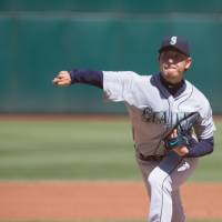 Iwakuma sticks to proven formula in win over Athletics