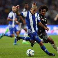 Arsenal, Chelsea crash; Barcelona pulls off late victory