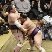 Terunofuji handed first tourney defeat