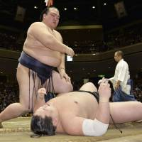 Terunofuji loses again;  title still up for grabs