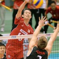 Japan spikers outplay Canada