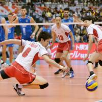 Italy beats Japan in straight sets at World Cup