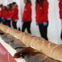 At 122 meters, Milan expo baguette bags Guinness length record