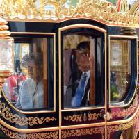 China's leader opens U.K. state visit with carriage ride