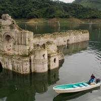 Mexico reservoir drop amid drought reveals 16th century church