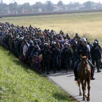 Fear of migrants, economic woes fragment governments in Europe
