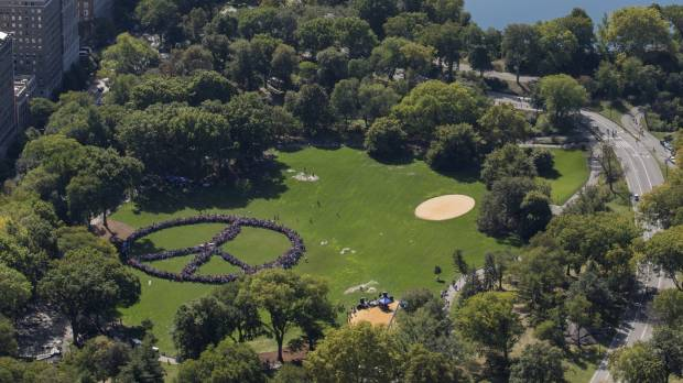 Central Park crowd joins Yoko Ono to celebrate Lennon's birthday by forming human peace sign