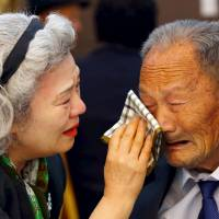 Korean families reunited, torn apart, at joint event