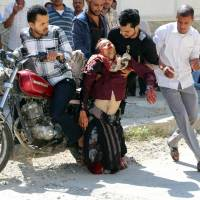 Fierce firefights erupt in Taiz as loyalists try to oust Houthis; medical aid blocked