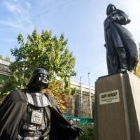 Communism-purging Ukrainians transform famed Lenin statue into Darth Vader