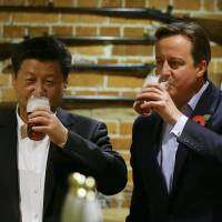 Royal pomp over, Xi and Cameron head to pub for IPA, fish & chips