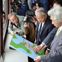 Ex-PMs visit Hakodate to stop nuke plant
