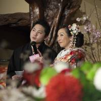 Wedding costs hit record high in Japan