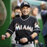Ichiro re-signs with Marlins for 2016
