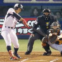 Swallows persevere, capitalize on key opportunities in Game 3 triumph over Giants