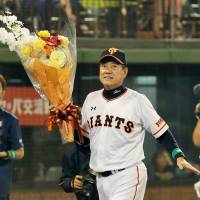 Hara leaves big shoes for next Giants manager to fill