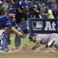 Rangers top Jays in 14, take 2-0 lead
