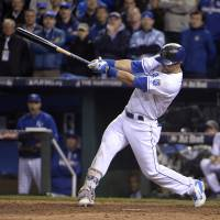 Royals edge Mets in Game 1