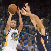 Reigning MVP Curry scores 40 points as Warriors win opener