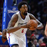 Clippers run past Mavericks in home opener