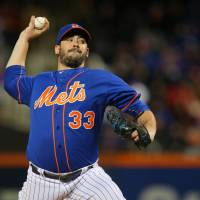 Harvey leads Mets past Cubs in Game 1