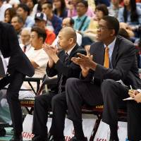 Oketani learning from former Chicago Bulls coach Cartwright