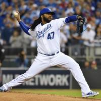 Cueto tosses gem as Royals oust Astros