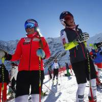Vonn playing it safe, won't race in opener