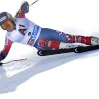 Ligety triumphs in season-opening giant slalom