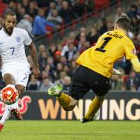 England cruises past Estonia