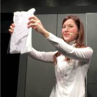 [VIDEO] A demonstration of 'Laundroid,' the world's first automated laundry-folding robot