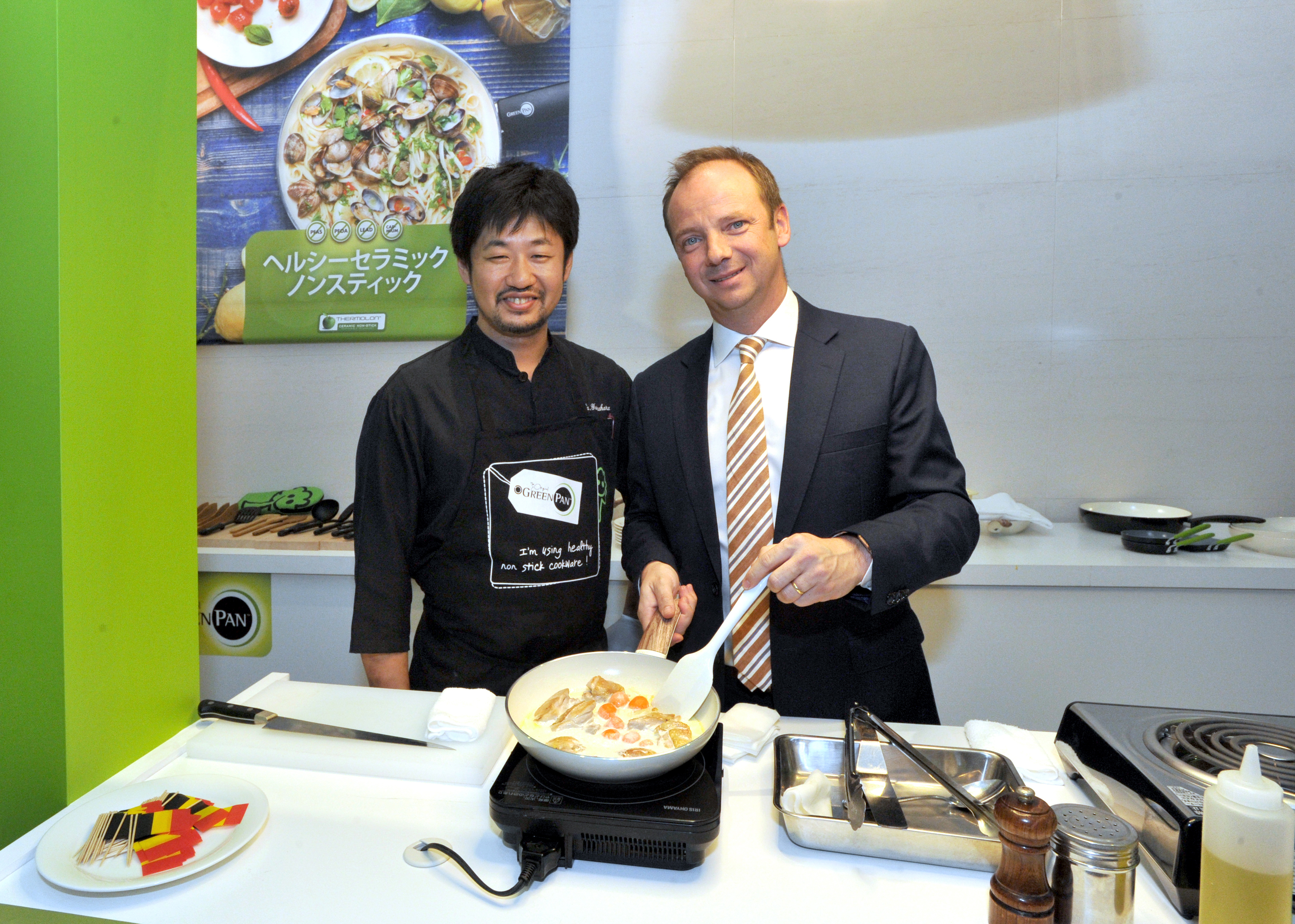 Wim de Veirman (right), CEO of The Cookware Company and GreenPan Japan, and Belgian Brasserie Court Antwerp Central chef Keita Yamahara demonstrate cooking with the healthy ceramic non-stick GreenPan during a press conference at the Belgian embassy in Tokyo on Oct. 23. | YOSHIAKI MIURA