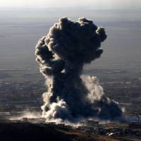 U.S. advisers calling in airstrikes on Islamic State targets as Kurds attack Sinjar