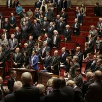 French lawmakers vote 515 to 4 to extend Islamic State-targeted airstrikes in Syria