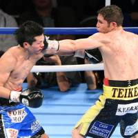 Champion Cuadras outpoints Eto in WBC super flyweight title fight