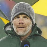 Packers unveil Favre's No. 4