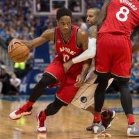 Raptors continue fast start by beating Mavs on road