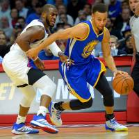 Warriors rally past Clips, now 13-0