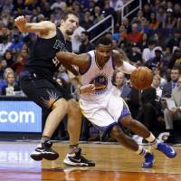 Warriors stretch record start to 17-0