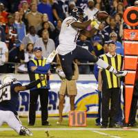 Miller's grab sends Bears past Chargers