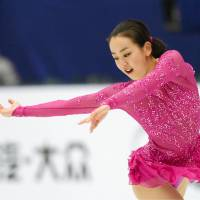 Mao makes stirring return, places first in Cup of China short program