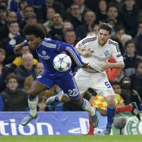 Chelsea, Roma stay alive; Bayern thrashes Arsenal